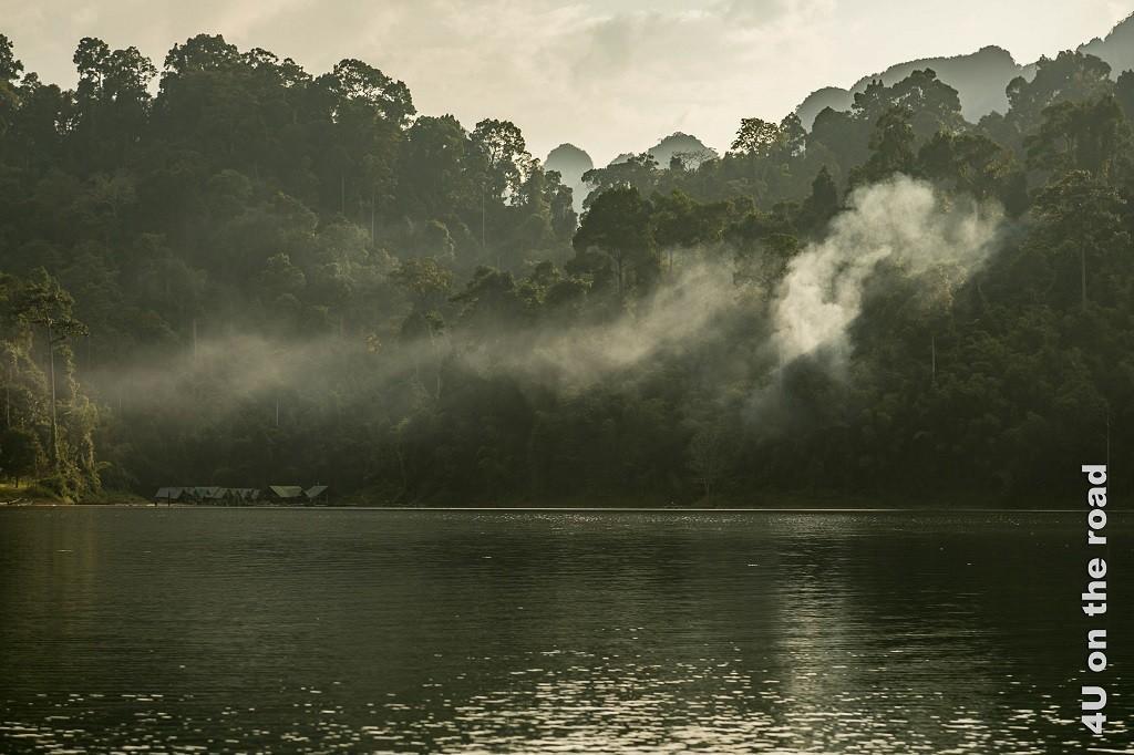 Bild Abendstimmung bei der schwimmenden Siedlung am Cheow Lan Lake