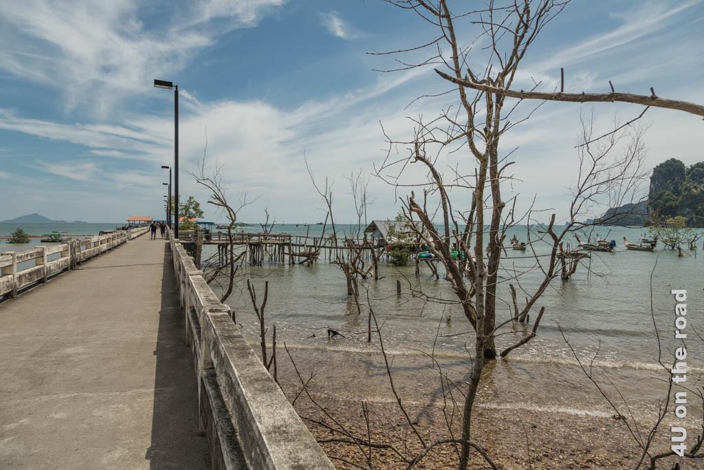 Bild Pier in Krabi, an dessen Ende wir in Beibooten zur Dschunke gefahren werden