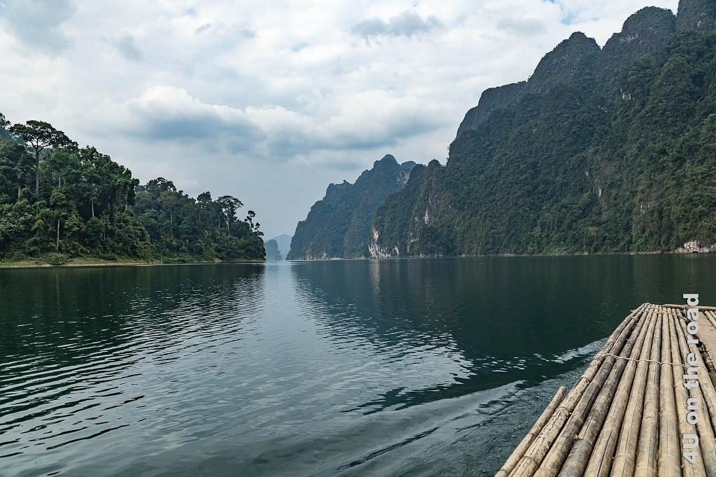 Bild Auf dem Bambusfloss zur Tropfsteinhöhle, Cheow Lan Lake