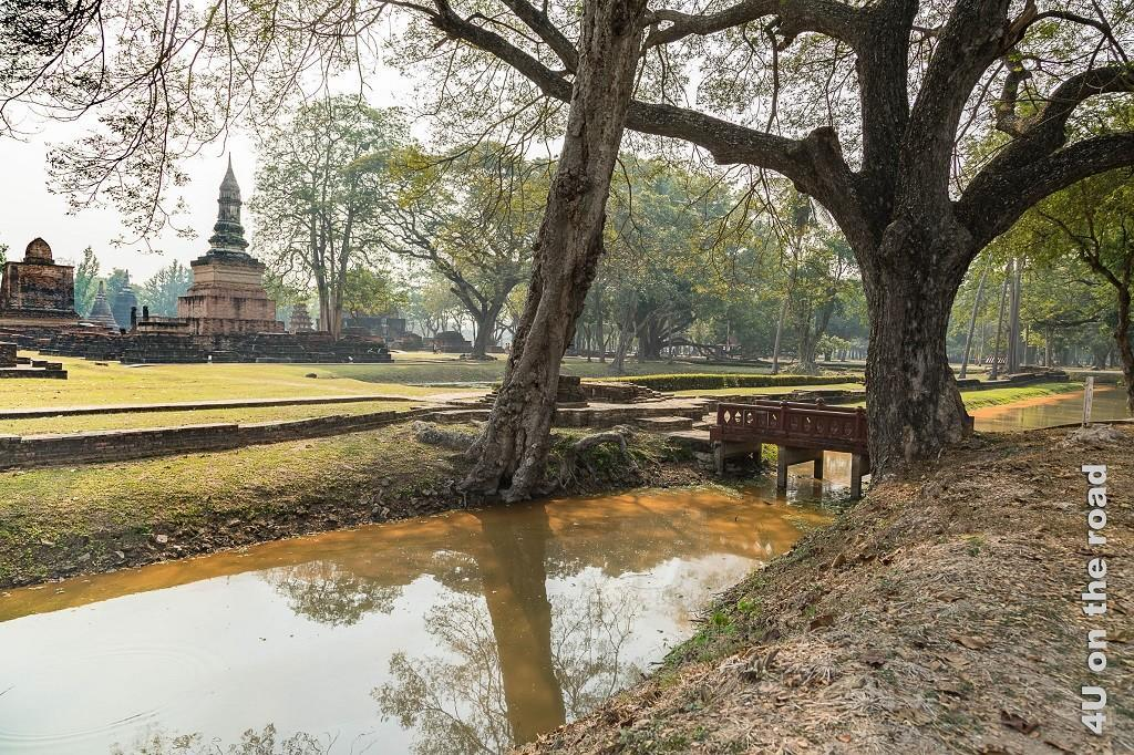 Bild 5 Impressionen Historical Park, Sukhothai, Parkanlage mit Tempel