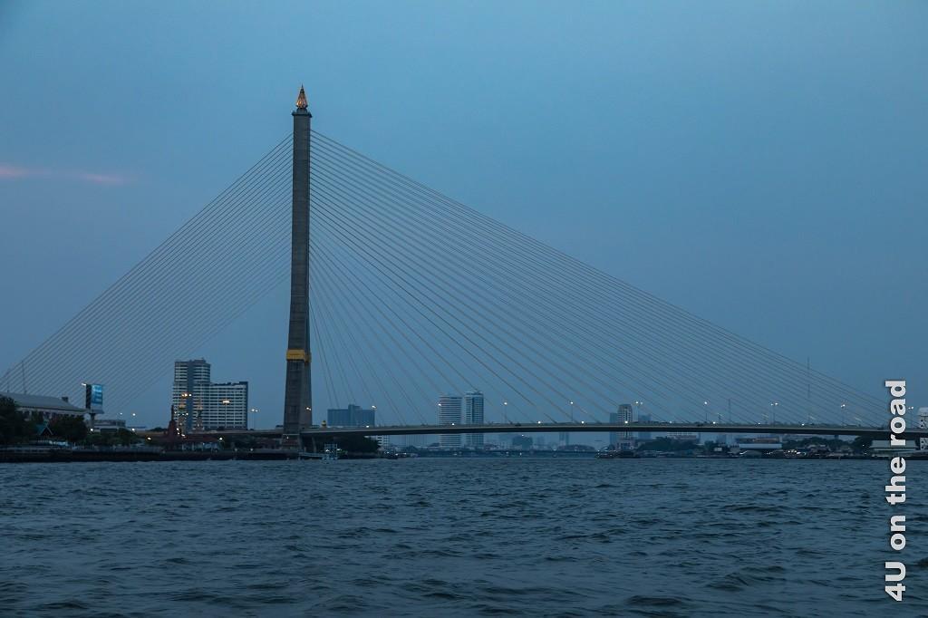 Bild Seilzugbrücke quer, Bangkok zur blauen Stunde