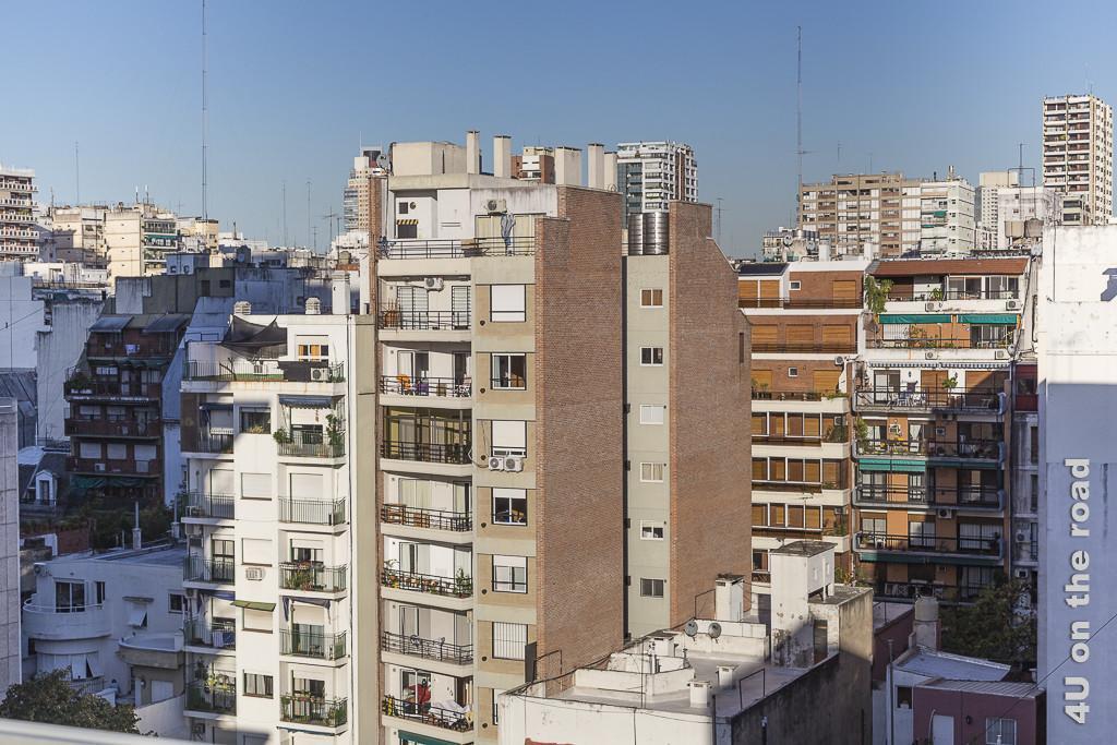 Bild Buenos Aires - Blick vom Hotel-Dach. Ein Meer aus Wohnblocks, schmal und verschiedenster Höhe. Bei keiner Wohnung darf der Balkon fehlen und sei er noch so klein.