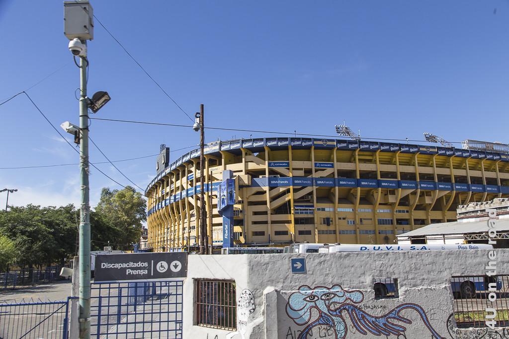 Bild Buenos Aires - Bonboniere. Dies ist ein grosses Fussballstadion in einem der Innenstadtviertel.