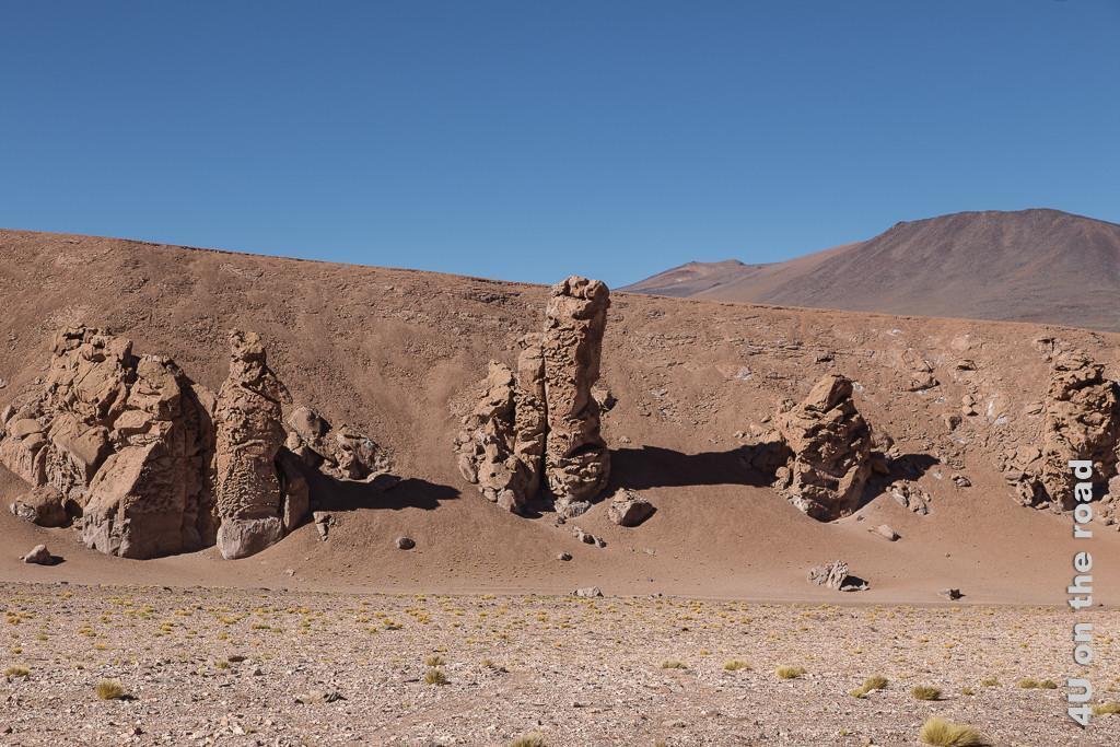 Bild Entlang des Weges nach San Pedro de Atacama - Lehmskulpturen, natürlich durch Verwitterung entstanden