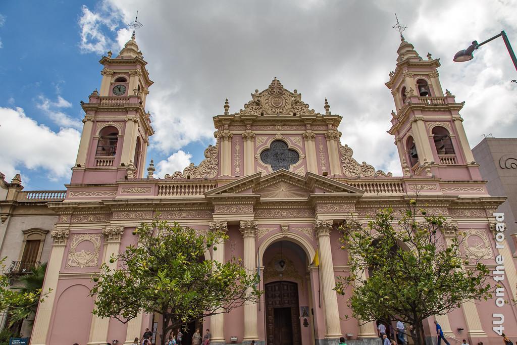 Bild Salta - Kathedrale in den Farben rosa und beige