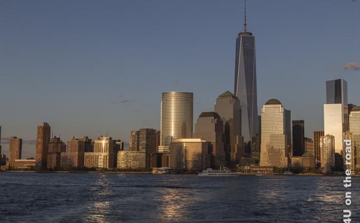 Bild Manhattan im Licht der untergehenden Sonne, zeigt Manhattan in warmes Licht getaucht