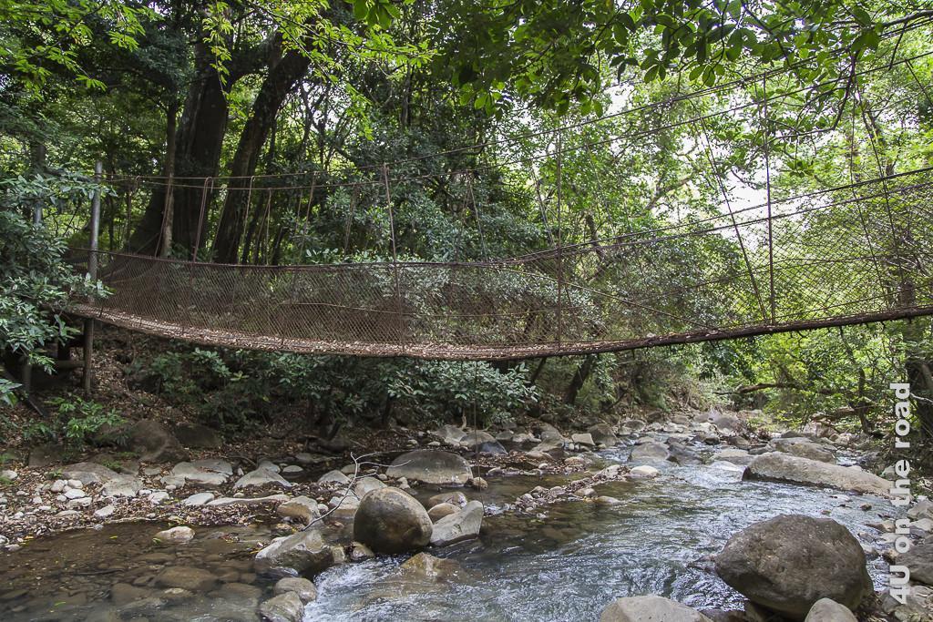 Bild Rostige Brücke über den Rio Colorado im Rincon de la Vieja Nationalpark