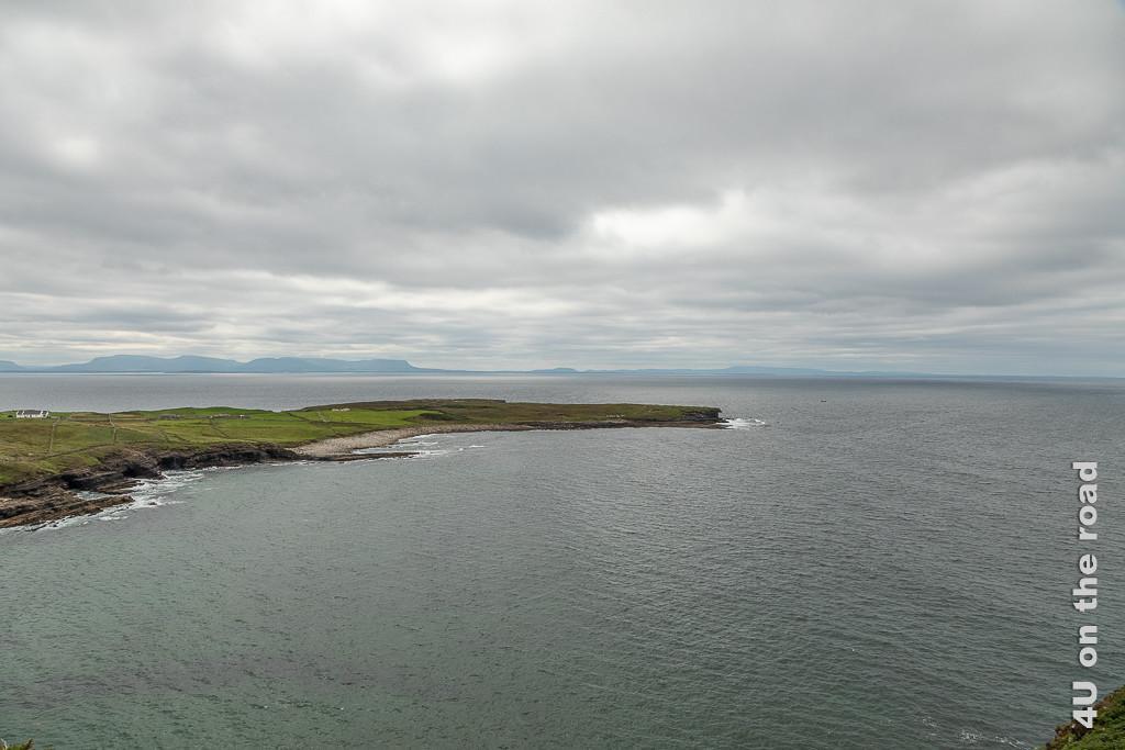 Bild Muckross Head - von Ferne zeigt die schmale Landzuge, an deren Ende wir waren.