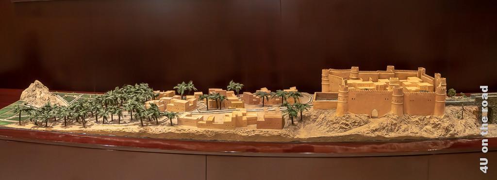 Bild Modell des Falaj Bewässerungssystems im Museum of Frankincense Land in der Stadt zeigt wie das Wasser in die Festung geleitet wird und von da aus in die Stadt, zu den Plantagen und Feldern weitergeleitet wird.