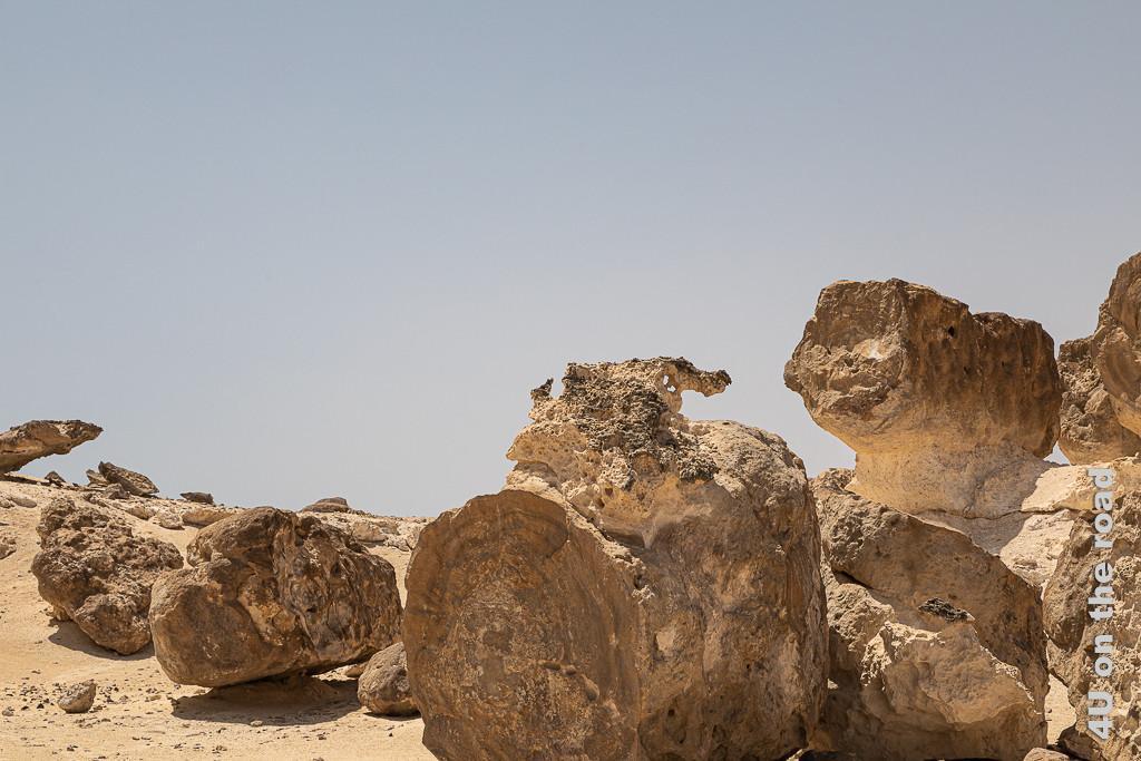 Rock Garden - Bild filigran und massiv in einem zeigt grosse Steine, die am oberen Ende filigrane Muster aufweisen