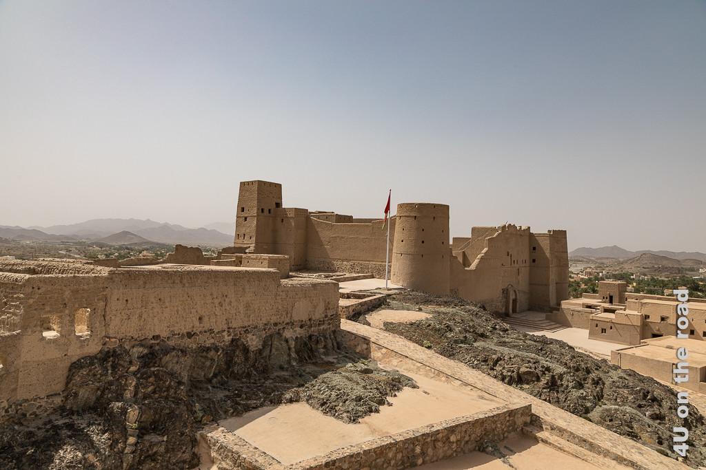 Bahla Fort - Blick von der äussersten Ecke auf die Festung innerhalb der Festung. Hier sieht man sehr schön, wie der Fels in die Konstruktion des Forts integriert wurde.