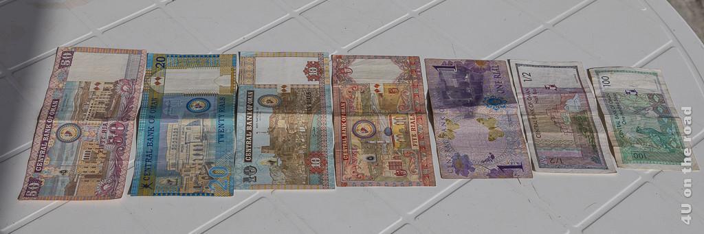 Omani Rial - abgebildet sind Banknoten zu 50, 20, 10, 5, 1 und einem 1/2 Rial und 100 Baizahs.