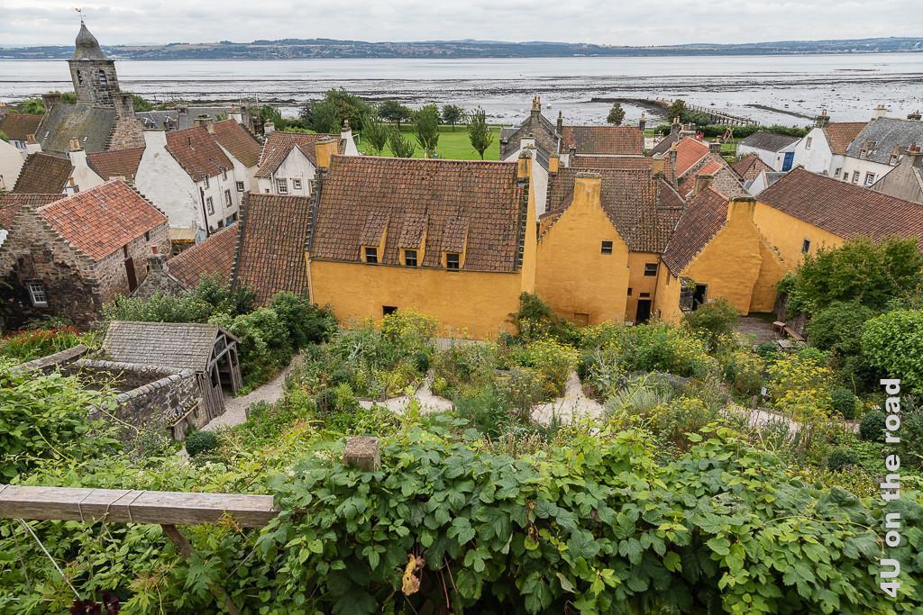 """Die """"hanging gardens"""" und Culross Palace am Firth of Forth vom Hang aus fotografiert"""