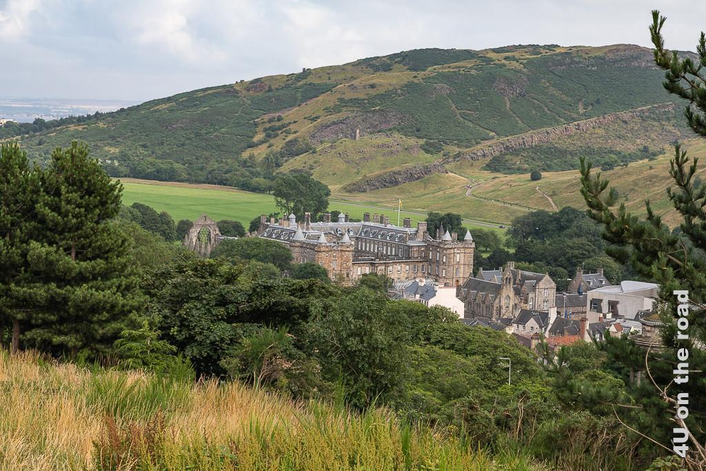 Edinburgh, Blick vom Calton Hill auf Holyrood Palace