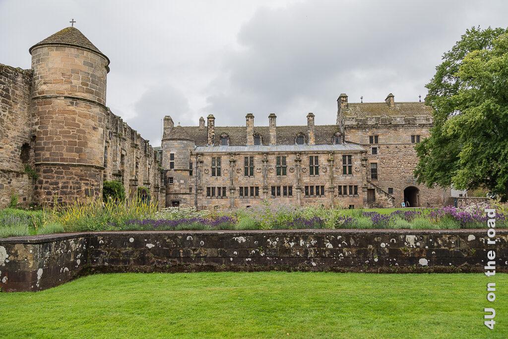 Rückseite von Falkland Palace und Ostflügel