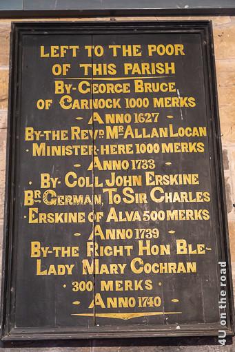 Spendentafel in der Kirche von Culross - Auf dieser Tafel sind vier Spenden Beträge von 1000 Merks bis 300 Merks vermerkt