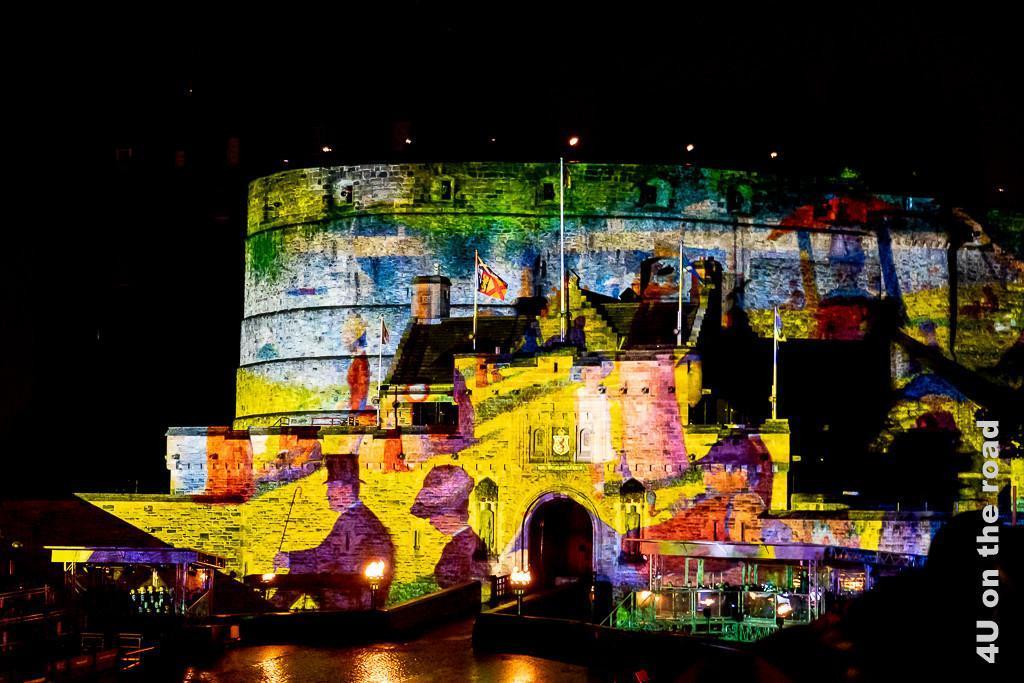 Beleuchtung des Edinburgh Castles beim Auftritt von Frankreich