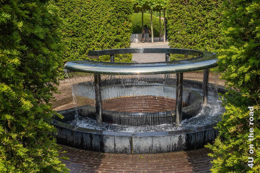 Alnwick Gardens - Wassergarten - runder Wasserfall