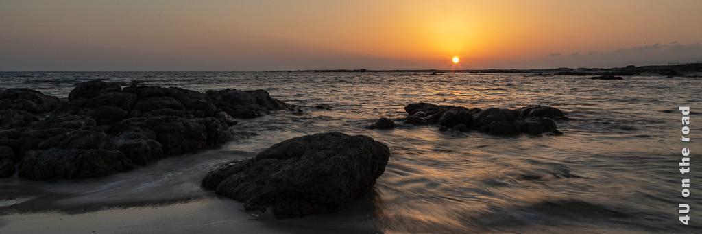 Sonnenuntergang am Meer als Illustration für den Beitrag allgemeine Reiseinformationen für den Oman