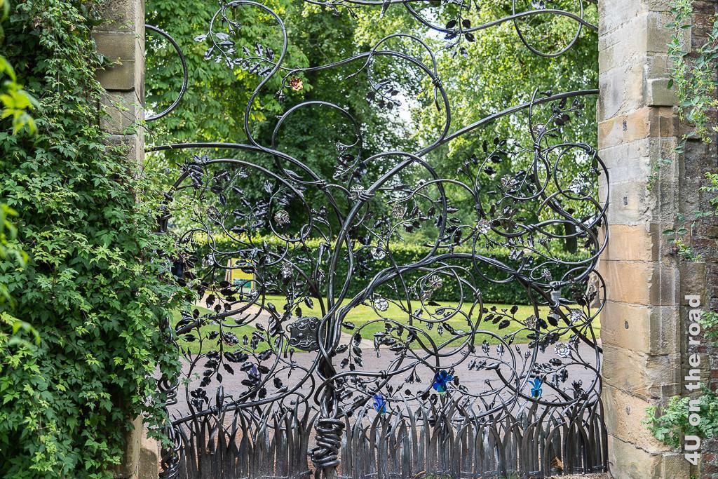 Tor welches Besucher von Alnwick Gardens von den Besuchern von Alnwick Castle trennt.