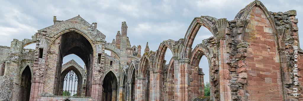 Melrose Abbey, Ausschnitt vom Eingang aus gesehen