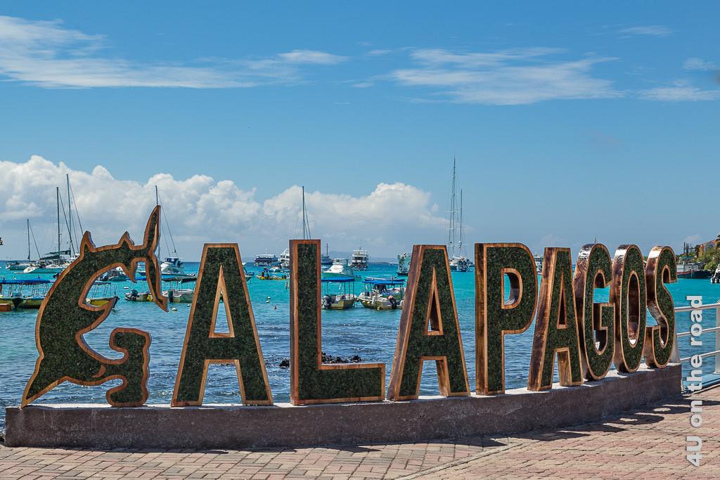 Schriftzug am Hafen Puerto Ayora, Santa Cruz - Galápagos Inseln