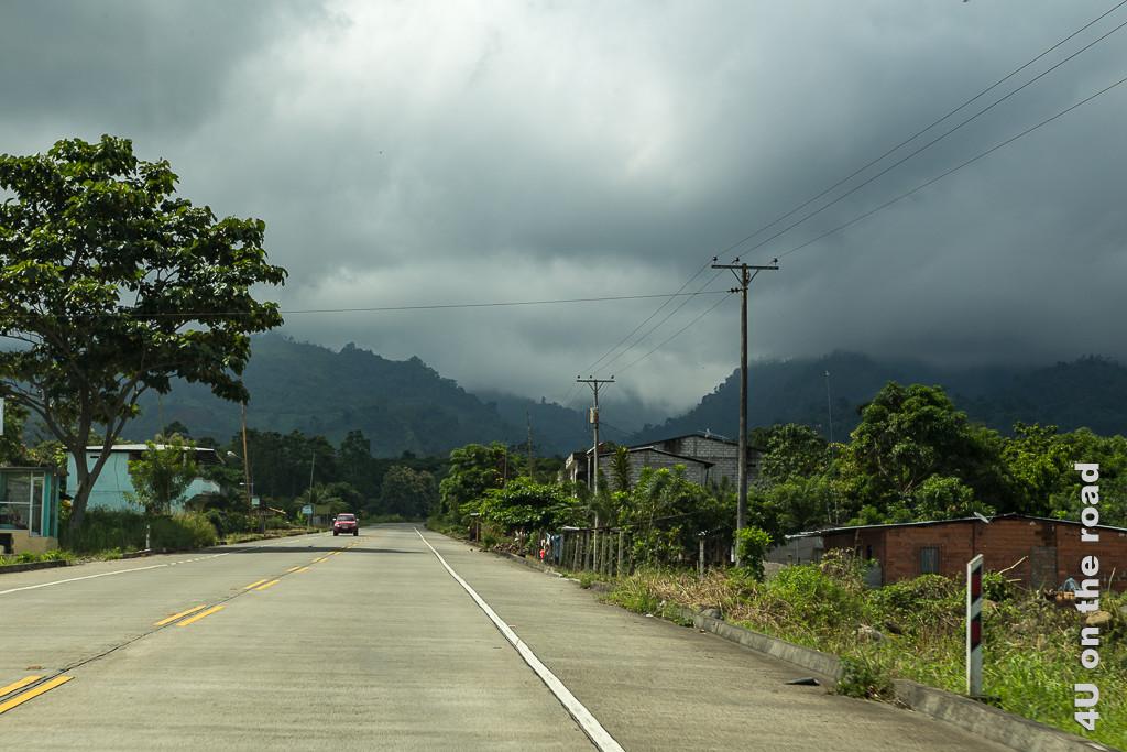 Hier verlassen wir die Ebene von Guayaquil kommend und klettern langsam in die Berge hoch