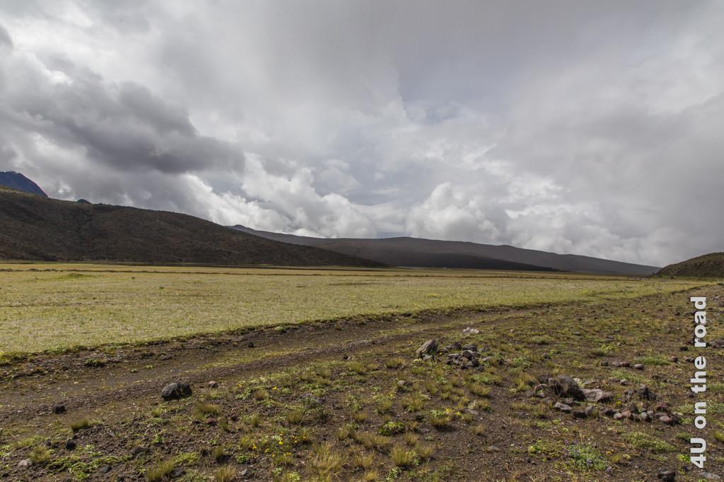 Weite Hochebene auf dem Weg zur Laguna Limpiopungo im Cotopaxi Nationalpark