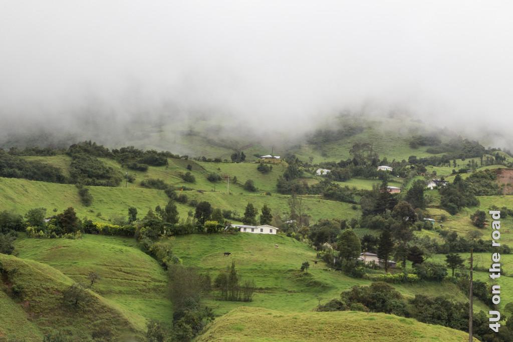 Nach der Umkehr erhaschen wir in einem Wolkenloch einen kurzen Blick auf die Landschaft