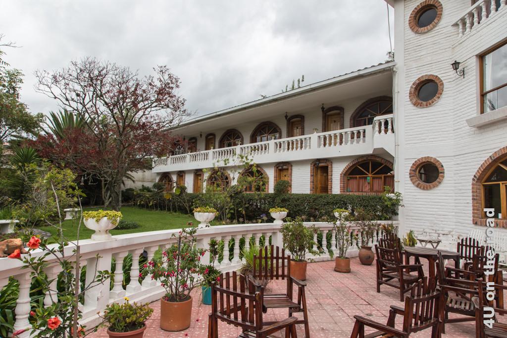 Terrasse im Garten unseres Hotels La Posada del Quinde, Otavalo