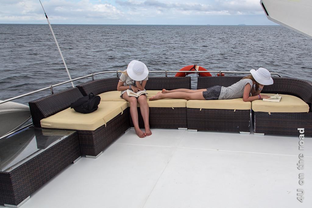 Loungebereich auf dem Katamaran Nemo 1 - Reisebericht Galápagos Kreuzfahrt