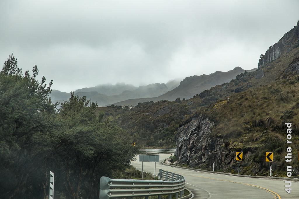 Nach der Passhöhe geht es noch ein Stück weiter bergauf bevor es dann wieder runter geht.