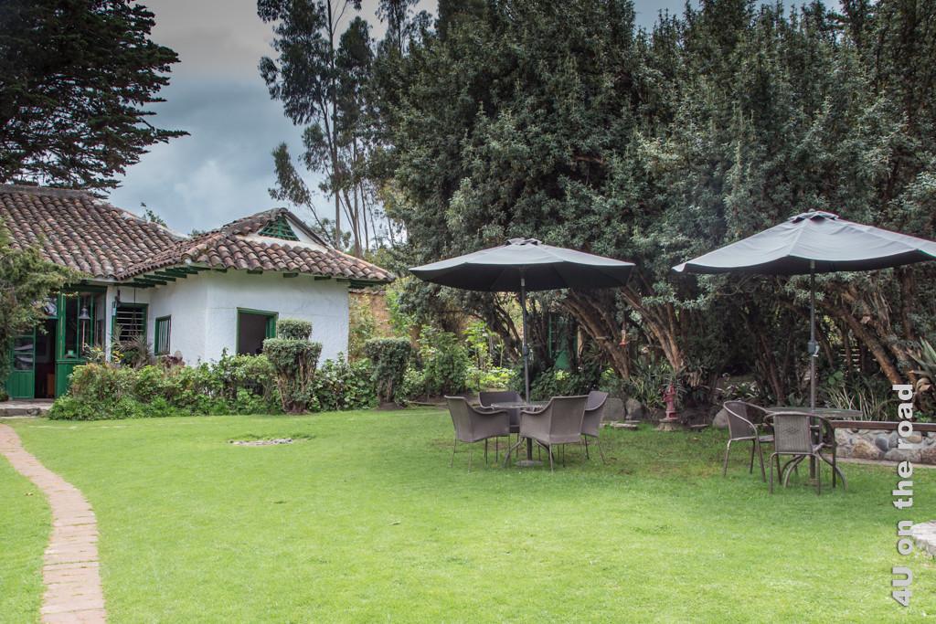Garten der Posada de Ingapirca vom Parkplatz aus gesehen