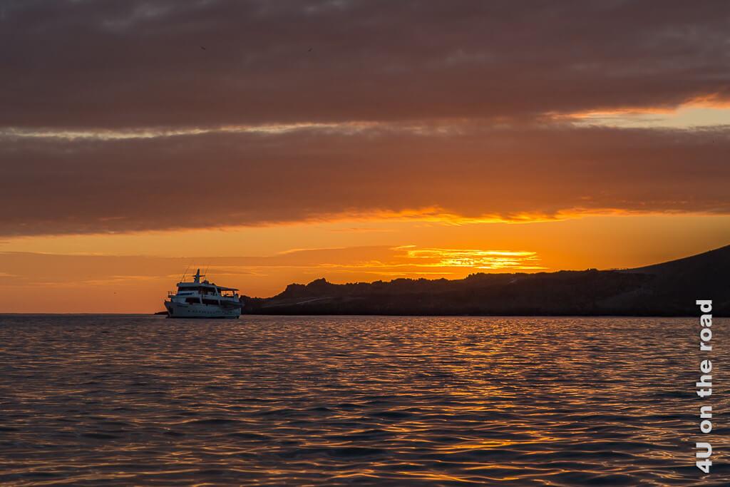 Sonnenaufgang über der Insel Bartolomé - Reisebericht Galápagos Kreuzfahrt