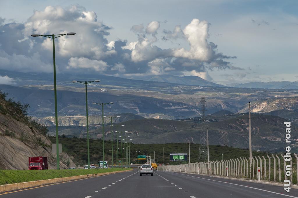 Das Gefälle der Autobahn nach Otavalo ist ordentlich