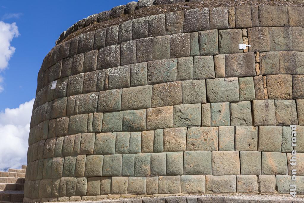 Steinmauer der Inkas mit fast perfekt passenden Steinen