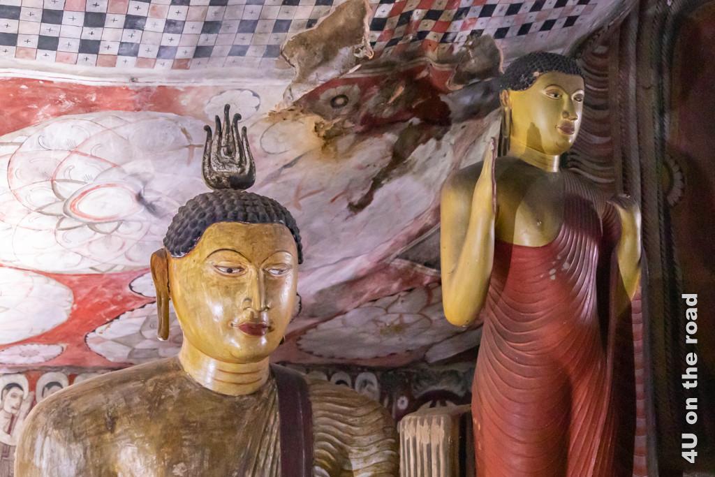 Deckenmalerei und Buddha-Figuren in Höhle 2 des Dambulla Höhlentempels