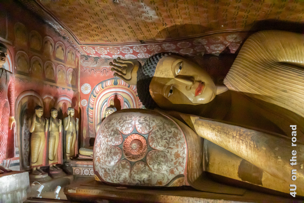 Grosser liegender Buddha in Höhle 2 des Dambulla Höhlentempels