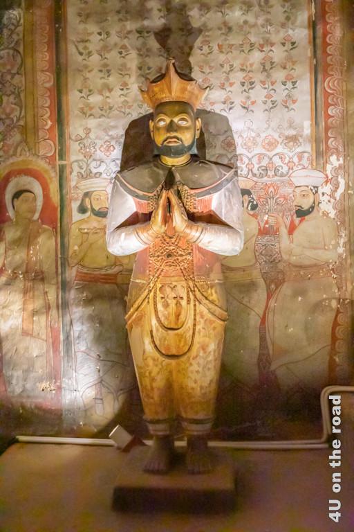 Statue von König Valagamba - Höhle 2 im Dambulla Höhlentempel