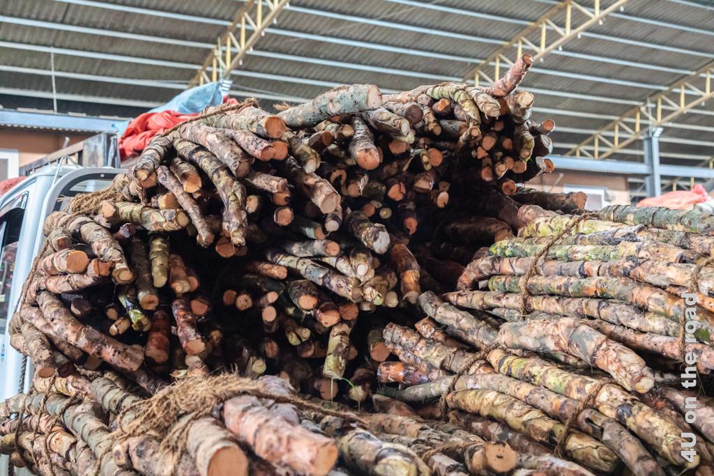 Wurzeln zur Behandlung von Hämorrhoiden in der Markthalle von Dambulla
