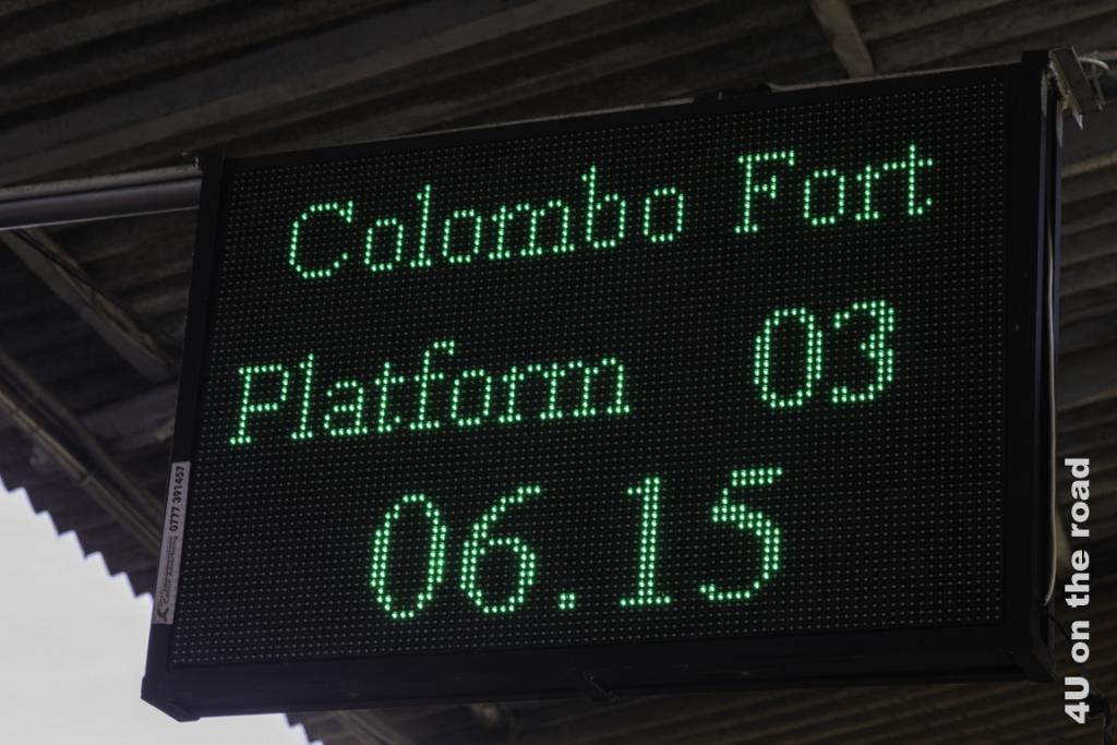 Anzeige am Bahnhof Kandy in Endlosschlaufe