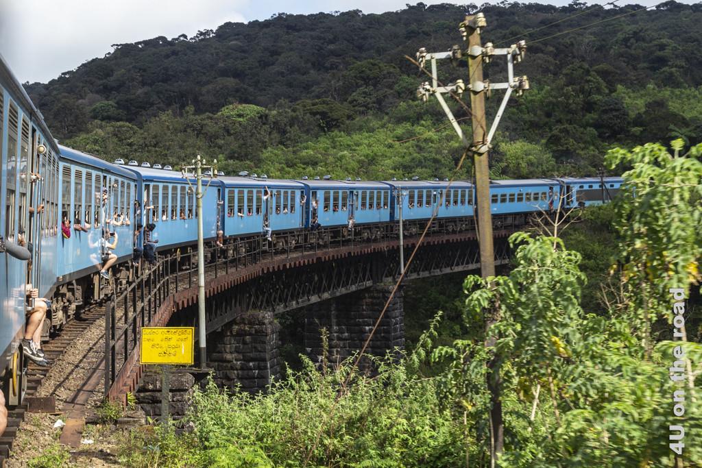 Brückenüberquerung - Mit dem Zug von Nuwara Eliya nach Ella