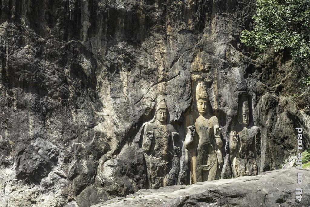 Rechte Seite der Felswand im Buduruwagala Tempel