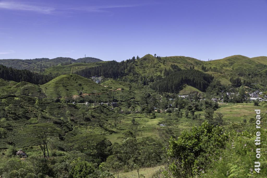 Die bergige Landschaft ist sehr abwechslungsreich - Zugfahrt von Kandy nach Nuwara Eliya