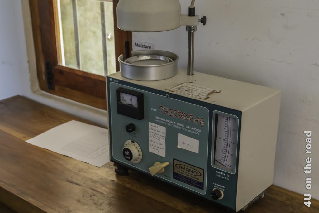 Dieser uralte Feuchtigkeitsmesser für Teeblätter ist immer noch im täglichen Einsatz - Amba Estate Tee Tour