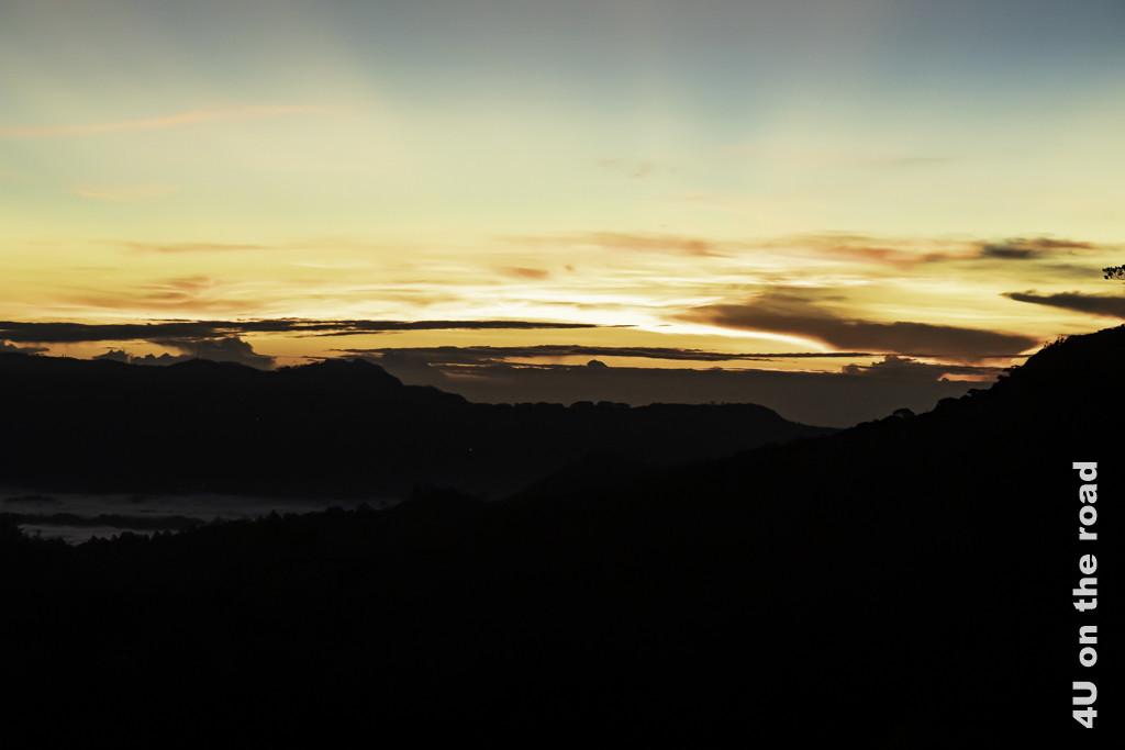 Die Sonne geht auf, während wir auf dem Weg zum Horton Plains Nationalpark sind