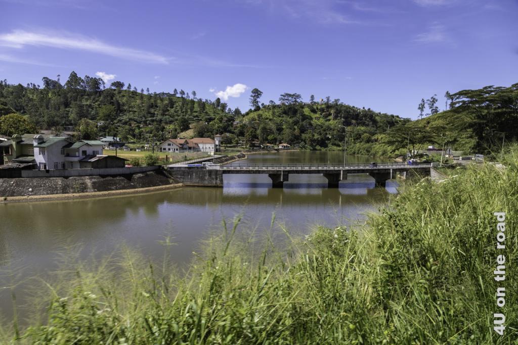 Ein hübscher Ort am Fluss - Zugfahrt von Kandy nach Nuwara Eliya
