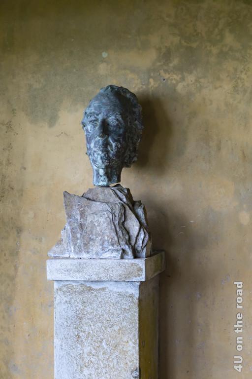Büste von Geoffrey Bawa auf Lunuganga