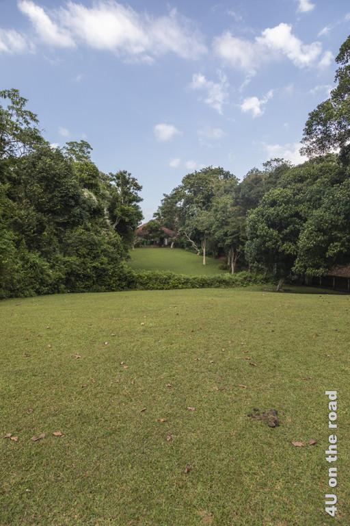 Blick vom Cinnamon Hill auf das Wohnhaus von Geoffrey Bawa - Lunuganga