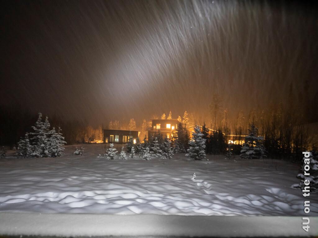 Boreale Ranch bei Nacht und Schneefall